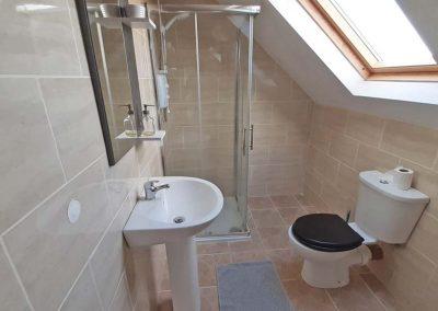 Lag Dubh Cottage - Cruit Island - shower room